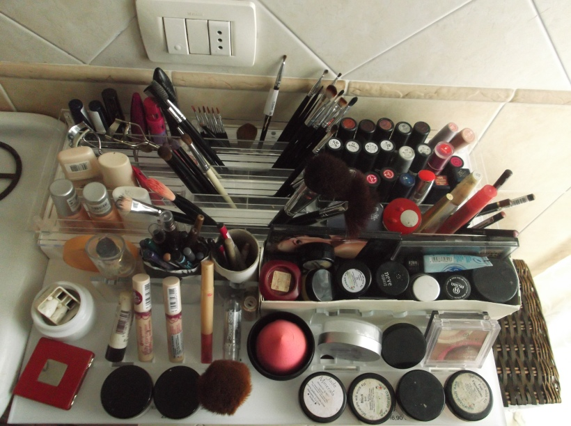 fatty fair blog - makeup station how to organize makeup