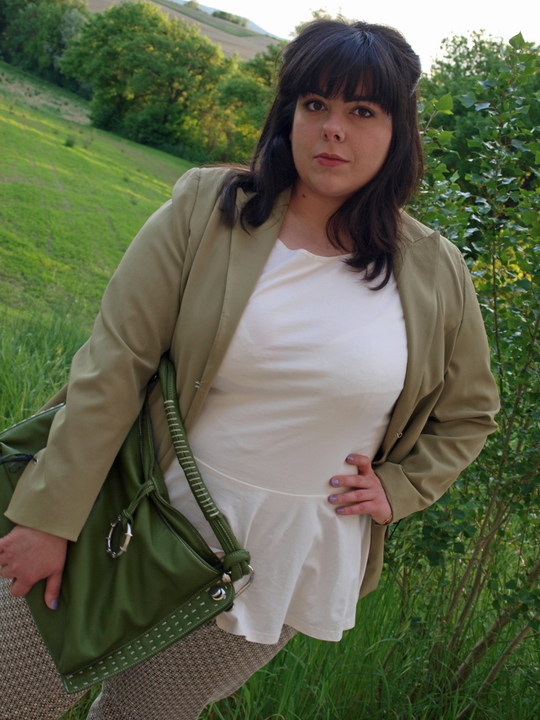 plus-size-outfit-blazer-prints-flats