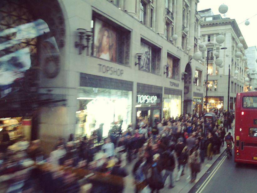 Oxford st, la folla del giovedì pomeriggio