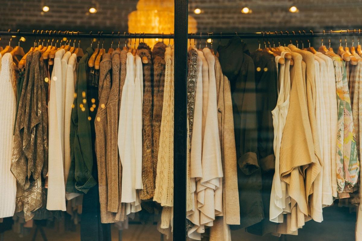 Abbigliamento taglie forti: dove comprare vestiti nei negozi e online